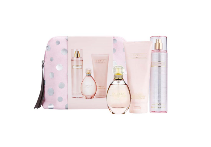 Sarah Jessica Parker gavesæt, Lovely, 100 ml edp. + 200ml. bodylotion + 250ml. Body mist + toilettaske